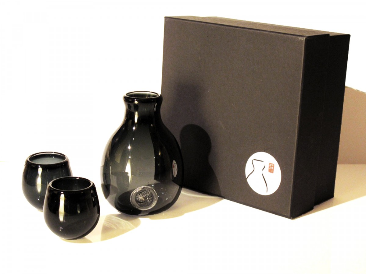 Transparent grey glass sake set with black box